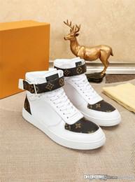 патентный крем Скидка 2018NewisVuitton 2018LV кроссовки Rivoli 10 джинсовых кожаных монограмм Белые коричневые джинсовые кремовые лакированные кроссовки с коробкой
