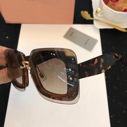 Semelle occhiali en Ligne-Nouvelle mode femmes lunettes de soleil de luxe Top Quality Marque Designer Occhiali Da Sole avec boîte plage conduite lunettes de soleil SMU01R dames cadeau