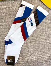 2019 Unsex printemps été nouvelles chaussettes F pour femmes hommes mode sport en plein air rue décontractée chaussettes blanc noir couleur stocking sans boîte ? partir de fabricateur