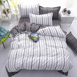 Листы черные онлайн-Fashion New Black White Grey Classic Bedding Set Striped Duvet Cover White Bed Linen Set Geometric Flat Sheet Queen Bed