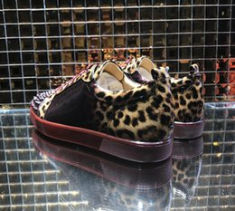 Rote unterleopard-turnschuhe online-Weinrot Bottom Herren Sneakers Low Cut Leopard Farbverlauf Lackleder Spiked Sneaker, Berühmte Marke Rote Sohle Junior Herren Flache Schuhe