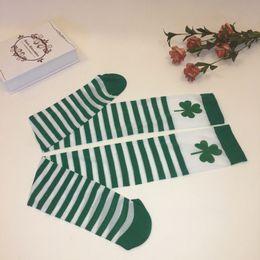 Collant verde online-Irish Festival di colore solido St. Patrick's Pantyhose Prom Carattere Diy gioca a calze a righe bianche verdi Shower Party Decor