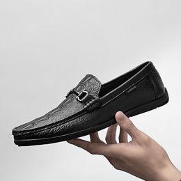 Zapatos mocasines para hombre online-Diseñador de moda Zapatos impresos de cuero genuino Mocasines de cuero para hombre Mocasines de conductor para hombre Mocasines hechos a mano zapatos de hombre