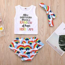 2019 roupas de meninas diy Crianças meninas raibbow clound outfits 3 pc set diy hariband + letras vest + shorts em camadas bebê bonito verão arco-íris padrão letras roupas 2019 roupas de meninas diy barato