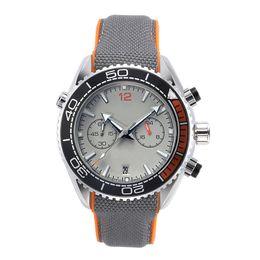 Canada Nouvelles montres en cours d'exécution Chronomètre de luxe Hommes Montres Cool Montres Étanches Calendrier Quartz Mode Hommes D'affaires Montre Offre