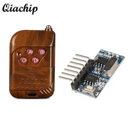 Transmissores de áudio e vídeo sem fio on-line-QIACHIP 433 mhz RF Módulo Receptor de Relé sem fio 4 CH Saída Com Botão de Aprendizagem e 433 Mhz RF Controles Remotos Transmissor Diy