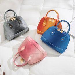 2019 bolsos para niños pequeños Bolsos Moda coreana para niños Bolsos Niñas regalos Bolso para niños pequeños Mini bolsa de mensajero Niños PU Cuero Shell Un bolso bolsos para niños pequeños baratos