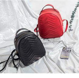 2019 bolsos de cuero de italia Mochila venta al por mayor de las mujeres mochilas de ocio bolso de escuela de moda de cuero acolchado mochila diseñador mujer bolsas Italia bolsa bolsos de cuero de italia baratos