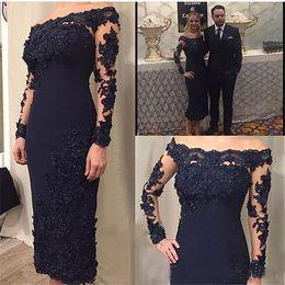 2019 bräutigam zurück lange anzüge Dunkelblaue Spitze Kurzes Kleid für die Mutter der Braut Schulterfrei Langarm Mantel Knielange Abendkleider Hochzeitsgast Partykleid