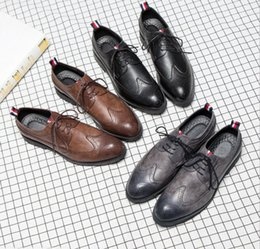 zapatos de vestir para hombre con punta de ala Rebajas 2019 Diseñador-hombre zapatos casuales ala de cuero negro vestido de novia formal zapatos derby oxfords zapatos brogues bronceados para hombres