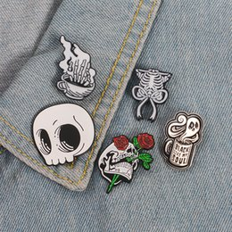 Rose Skull bat bee moon crystal ball Badges Gothic Design Enamel Brooch Pin Pip