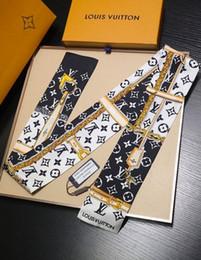 Sıcak satış marka Tasarımcı Ipek EL ÇANTASI Çanta eşarp Bantlar Yeni marka kadın zincir scraves 100% Üst sınıf ipek çanta saç Bantları 8x120 cm 1848 nereden