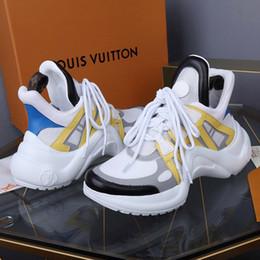 Стили стилей тапочек онлайн-Новые женские туфли Footwears с оригинальной коробке Повседневная обувь для женщин Archlight Sneaker Chaussures de femmes зашнуровать дышащий стиль