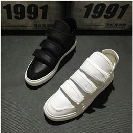 2019 Moda Uomo Canvas Sneakers Scarpe Calzature Appartamenti Uomo  Stivaletti NERO Bianco High Top Uomo Casual Scarpe da passeggio VV-19 scarpe  da ginnastica ... 1e3c25b3787