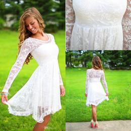 Vestidos de cocktail de jóias brancas on-line-2019 manga comprida Lace White Homecoming vestidos frisado Jewel Neck na altura do joelho meninas vestido de festa curto vestido de Cocktail