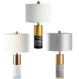 Lampe de table décorative en métal de luxe américain moderne style chinois salon étude chambre simple jazz lampe de table en marbre blanc ? partir de fabricateur