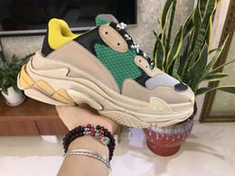 sapatos de poços Desconto 2019 Vender bem Designers de luxo Sports Casual Shoe Triple S Designer Low Old Dad Sneaker Combinação Soles Botas Mens Womens Runner Shoes