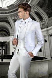 Pantaloni lucidi bianchi online-Nuovi Smoking dello sposo Groomsmen One Button Shiny White Peak Risvolto Best Man Suit Wedding Blazer da uomo Abiti Custom Made (Jacket + Pants + Vest + Tie) 1
