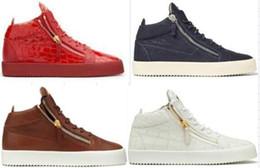 Zapatillas de deporte de gama alta online-Una variedad de estilos de gama alta zapatos de cuero en forma de bota personalizada informal para mujer para hombre zapatillas de deporte del envío libre