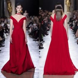 плюс размер длинное красное шифоновое платье Скидка Elie Saab 2019 Красные Длинные Вечерние Платья С Плеча Шифон Оборками Пром Платья Плюс Размер Конкурсное Вечернее Платье Платье Для Особых Случаев