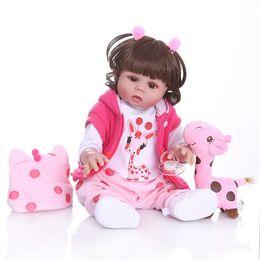 giocattolo corpo completo della ragazza Sconti Capelli ricci 49CM Bebe Reborn Baby Girl Doll Bambola In abito rosa Full Body Soft Silicone Realistico Baby Bath Toy Impermeabile