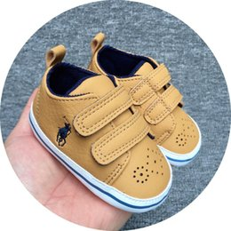 Solas das meninas moles on-line-2019 Sapatos de Bebê Casuais Sola Macia de Couro PU Recém-nascidos Meninos Meninas Primeiro Walker Sapatos Sapatos Infantis