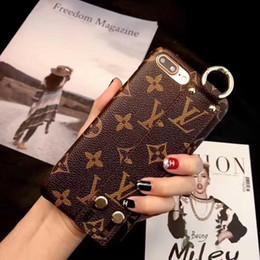 Caso de moda on-line-Vogue wrist phone case para iphone x xs max designer de couro abelha marrom flor inglês padrão casos para iphone xr 8 7 6 plus capa