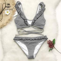 CUPSHE Bikini a righe arricciate a righe bianche e nere Donna Cute Cross a  due pezzi costumi da bagno 2019 Costume da bagno sexy 65e2e513ceb