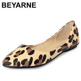 chocolates solteiros Desconto BEYARNENEW Chegada Sexy Leopardo Dedo Dedo Apontado Boca Rasa Plana Mulheres Sapatos Mocassins Não-deslizamento Sapatos Casuais Super Leve Macio Único