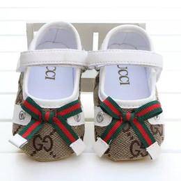 2019 месяц обувь для девочки New Baby Girl Обувь Симпатичные Принцесса Bowknot Малыш Противоскользящие На Обувь 0-18 Месяцев Малыша Кровать Крюк Петля Первые Ходунки B11 дешево месяц обувь для девочки