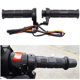 Empuñaduras de moto online-7/8 '' 22mm motocicleta eléctrica calefacción de los mangos moldeados mano Maneja más caliente de la motocicleta apretones Calefacción Handle Moto Manillares AAA997