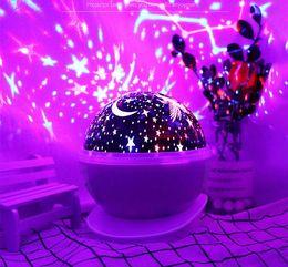 la batteria ha condotto le luci decorative della tabella Sconti Lampada da proiezione a cielo stellato rotante Modelli di esplosione nuova luce notturna per feste esotiche Lampada USB per proiettore Lampada da tavolo a LED