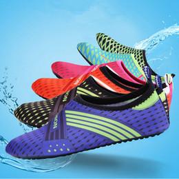 2019 scarpe d'acqua subacquee Sport acquatici Calzature da immersione Bambini Adulti Anti Skid Beach Socks Tessuto traspirante Asciugatura rapida Nuoto Surfing Scarpe acqua bagnata ZZA549 scarpe d'acqua subacquee economici