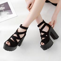 Femmes sandales Style Bloc Talons Femmes Printemps Été Flock Dames Sandales Plateforme Noir Femme Chaussures D'été Femmes sandales hautes YMA716 ? partir de fabricateur