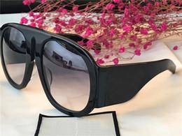 a208858a8 Gucci GG0152 mulheres preto vermelho / cinza designer óculos de sol studs  design de luxo óculos de sol dos olhos desgaste novo com caixa