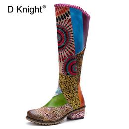 2019 botas étnicas de mujer Mujeres D Knight hecha a mano de cuero de vaca genuino botas retro lateral ocasional de las mujeres de la cremallera Botas de costura de mujeres de origen Rodilla botas étnicas de mujer baratos
