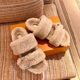 Zapatillas de oveja online-Otoño / invierno nuevo estilo súper caliente zapatillas de lana de oveja importadas de Europa Zapatillas planas de goma suaves y cómodas