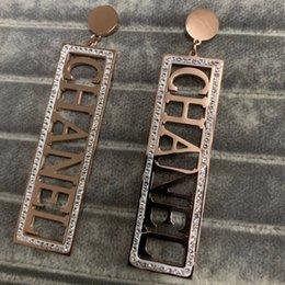 Boucles d'oreilles de l'usine de design en Ligne-Usine en gros Haute Qualité Fashion Design marque titane acier rose or diamant longue lettre carré balancent boucles d'oreilles pour les femmes filles
