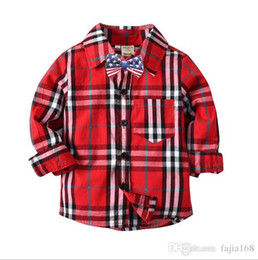 c4989de03c Mirada hermosa Boy Contraste de color rojo de la camisa a cuadros Camisas  de cuadros negros Mezcla diferente tamaño 10pcs   lot camisa negra a cuadros  en ...