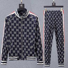 Traje de homem on-line-Yyuj ternos dos homens de manga Comprida Agasalhos de Treino de Moda Fatos de Treino de Corrida Homens Esportes Terno carta Impressão Magro Hoodies Medusa Sportswear