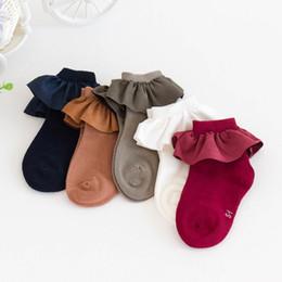 корейские девушки носки кружева Скидка Корейские девушки носки кружева принцесса детские носки лучшие хлопчатобумажные детские носки лодыжки детская дизайнерская одежда девушки носки женская одежда детская одежда A6811