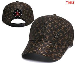 Sombrero de la marca paris online-Diseñador de la marca de lujo de los hombres de París L V UITTON Estilo del verano Casquillo ocasional Gorras de béisbol populares de malla Avant-garde Patchwork Moda Hip Hop sombreros 08