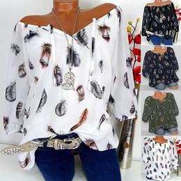 2019 camisa emplumada Mulheres Meia Manga de Impressão de Penas Com Decote Em V Blusa Tops Camisa Das Mulheres Plus Size Meia Manga Topos de Impressão de Penas camisa emplumada barato