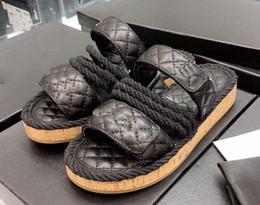 Tacón blanco zapatos mujeres online-2019 mujeres camillia sandalias cuerda tiras negro cuero blanco 35-40 Moda cuero sandalias de lujo diapositivas planas zapatos de playa con caja