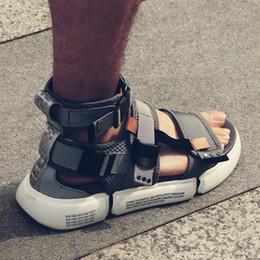 Stivali stretti da uomo online-New Fashion Summer Mens Shoes Sandali gladiatore Open Toe Platform Sandali da spiaggia Boots Rome Style nero Grigio Canvas Men # 8269