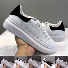 zapatos casuales de plataforma plana Rebajas Alexander McQueen 2019 Velvet Chaussures Negro Blanco Dorado Cuero reflectante Diseñadores de lujo Zapatos Para hombre Zapatillas de deporte de plataforma Zapatos planos