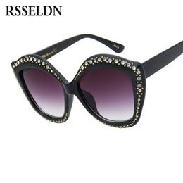 Gafas de sol rojas de gran tamaño online-Venta al por mayor Nuevo Oversized Cat Eye Sunglasses Mujeres Marca de Moda de Lujo Rhinestone Gafas de Sol Mujer Negro Blanco Rojo UV400 Shades