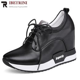 68da49bfa RIBETRINI 2019 New Concise Deslizamento Na Plataforma Sapatos de Couro  Genuíno Sapatos Mulher Primavera Mulher Casual Cunhas Mulheres Tamanho 32-40