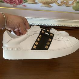marcas de calzado casual para hombres Rebajas envío gratis Zapatos casuales Diseñador Moda mujeres hombres nuevos picos tachonados blancos con cordones zapatos zapatillas con caja 100% foto real