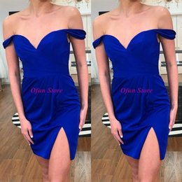 vestiti blu da ritorno a velluto blu Sconti 2019 Sexy Royal Blue Side Split Abiti da cocktail Off The Shoulder V Neck Guaina in velluto Abiti da ritorno a casa